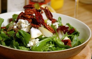 arugula salad with blue cheese and candied pecans