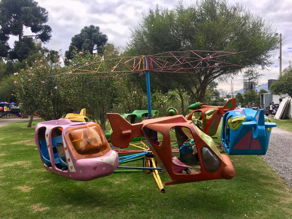A tattered kids' ride in Parque la Carolina.